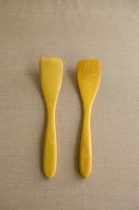 Multzi | handmade wood thin spatula {right hand or left hand}. Making the practice of life beautiful. www.multzi.com