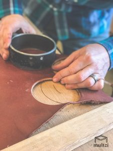 maker-in-his-shop